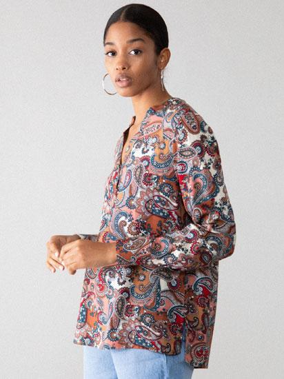 Camisa con escote pico