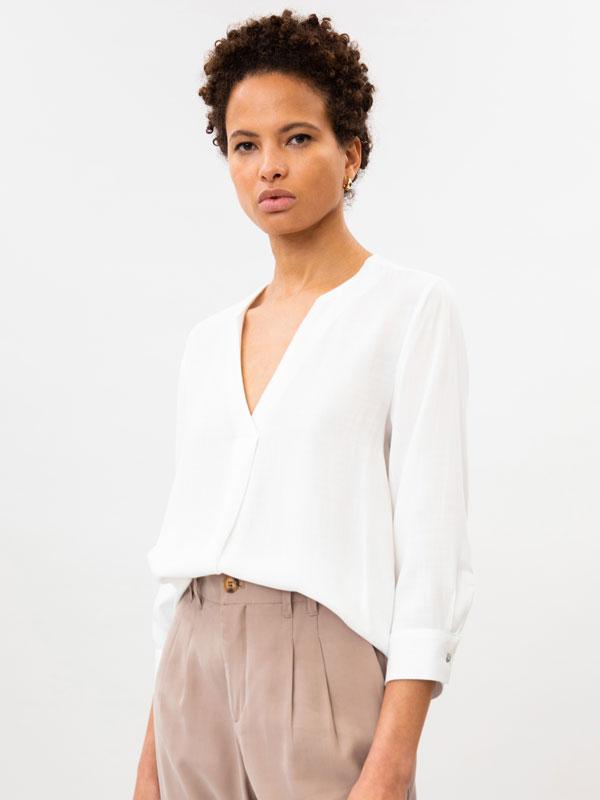 Basic V-neck shirt