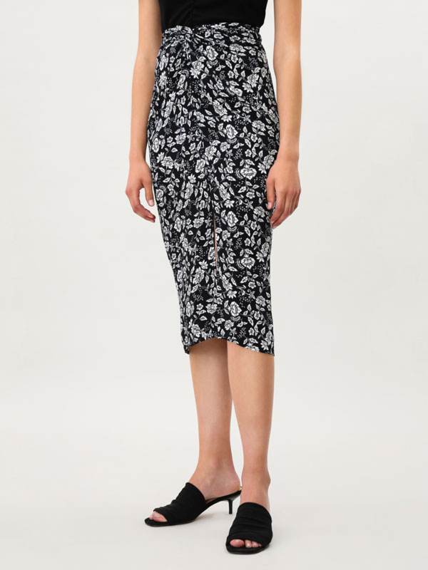 Printed skirt with front knot