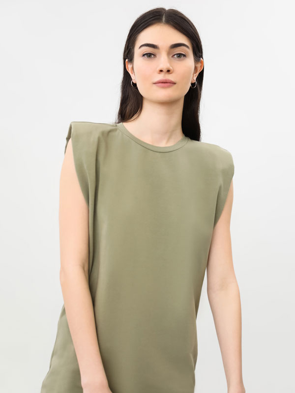 Dress with shoulder pads