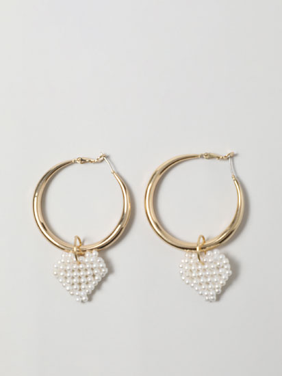Hoop earrings with pearl bead heart