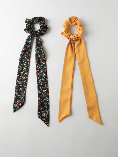 2-Pack of assorted scrunchies