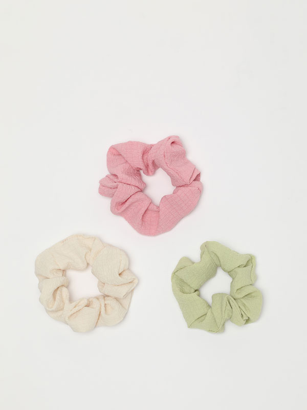 3-Pack of textured scrunchies