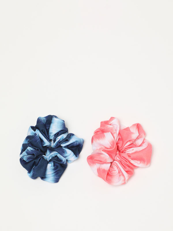 Pack of 2 scrunchies with a tie-dye print.