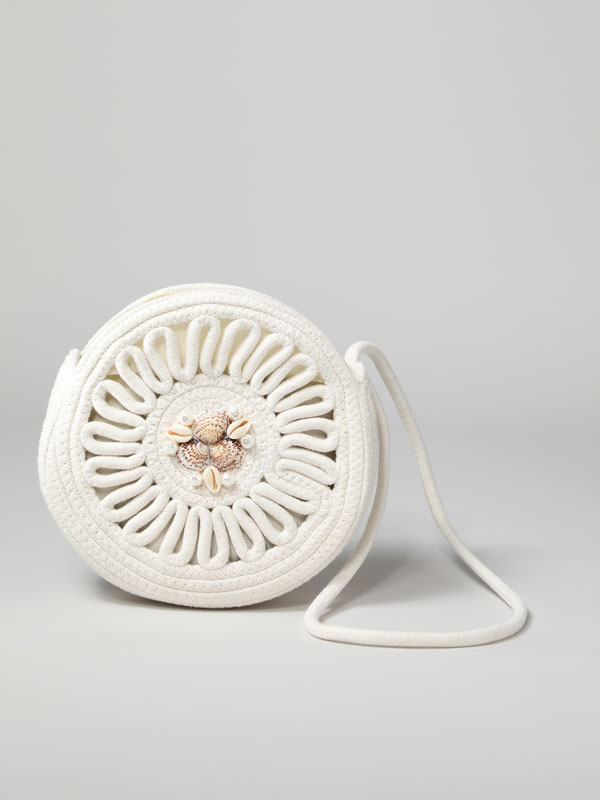 Round bag with seashell details