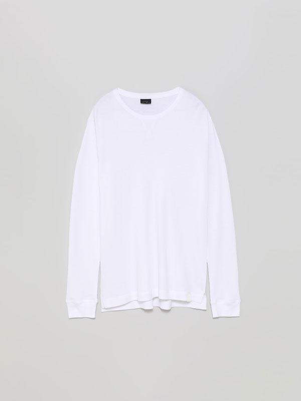 Camiseta con estrutura