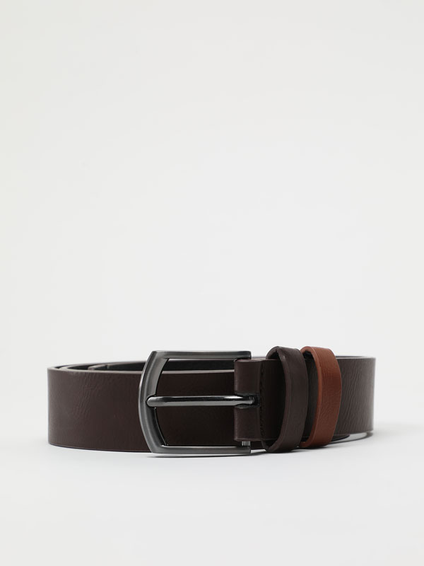 Belt with contrast loop