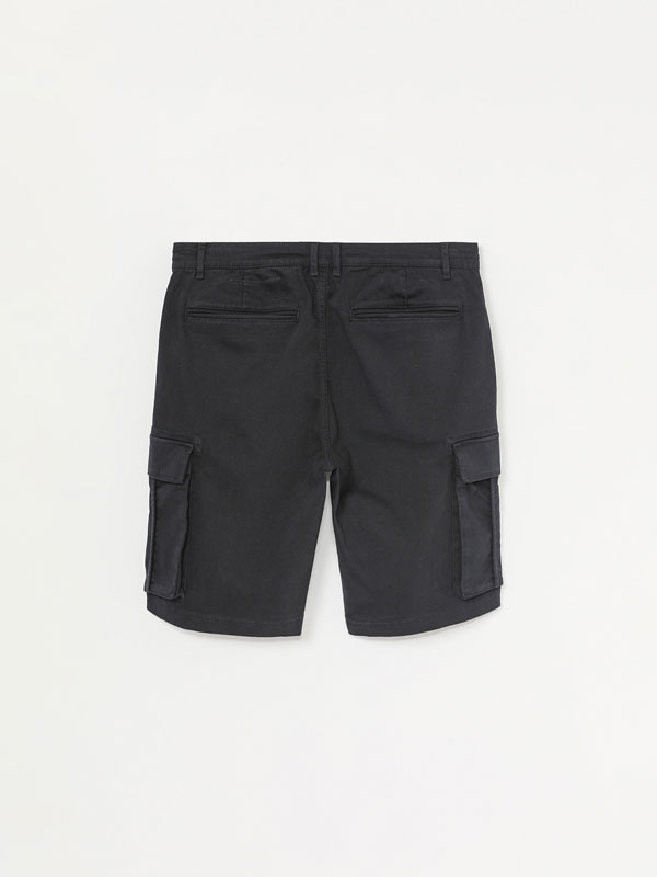 Stretch cargo Bermuda shorts