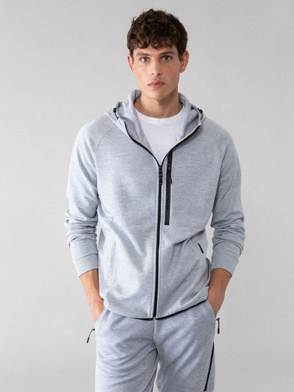 Jaqueta esportiva amb caputxa