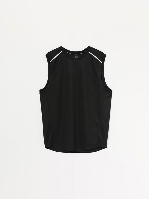 Sleeveless contrast training T-shirt