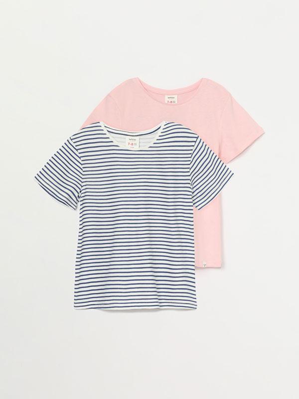 Pack de 2 t-shirts básicas, uma lisa e outra estampada, de manga curta