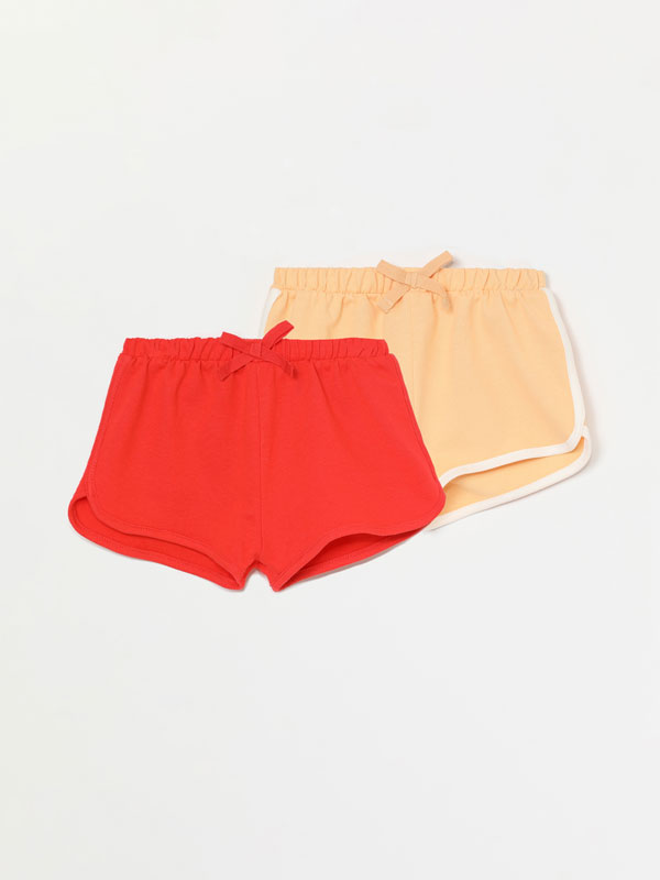 2-Pack of plain and contrast plush shorts