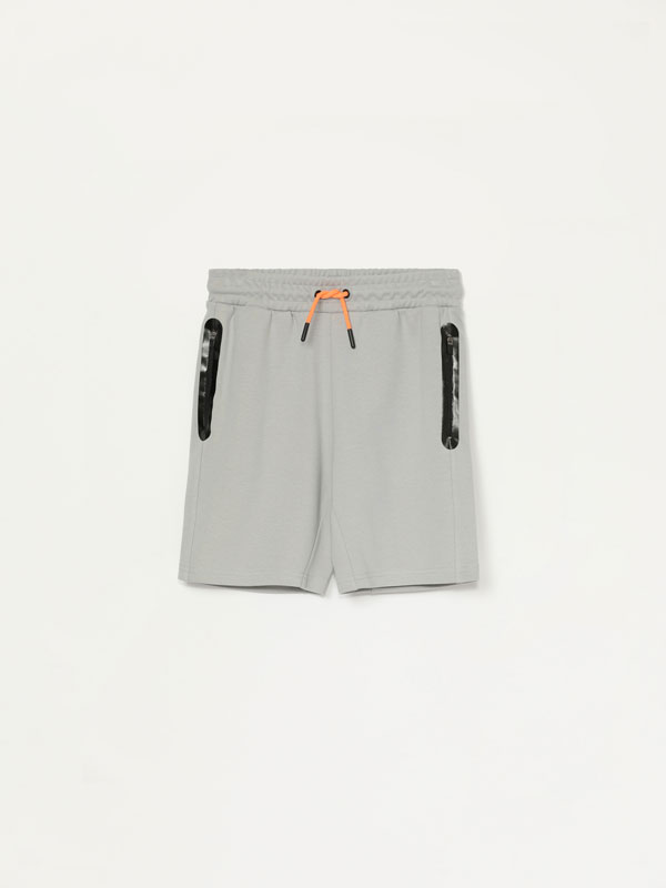 Contrast Bermuda sports shorts