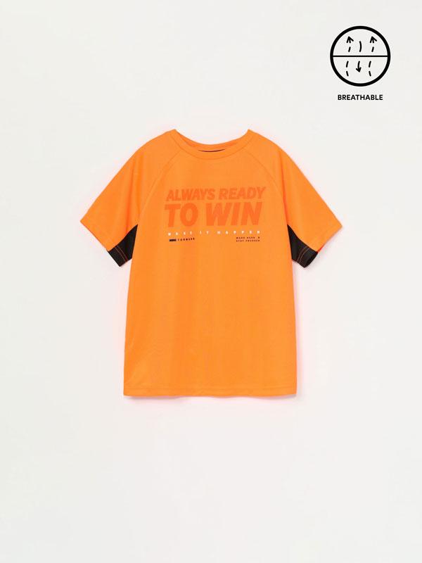 Camiseta deportiva con estampado texto