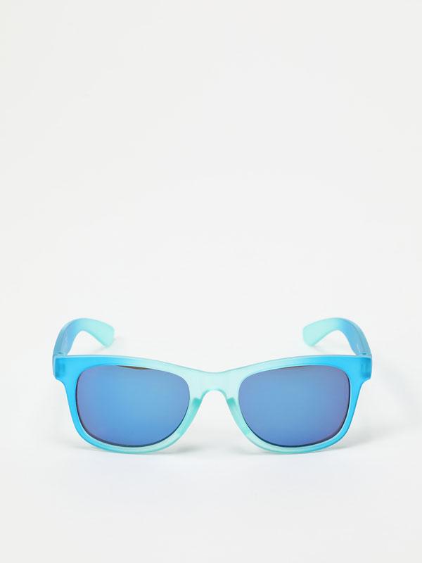 Óculos coloridos em degradé