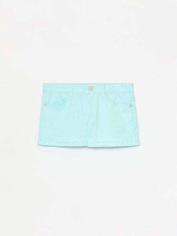 Pantalón curto básico de sarga