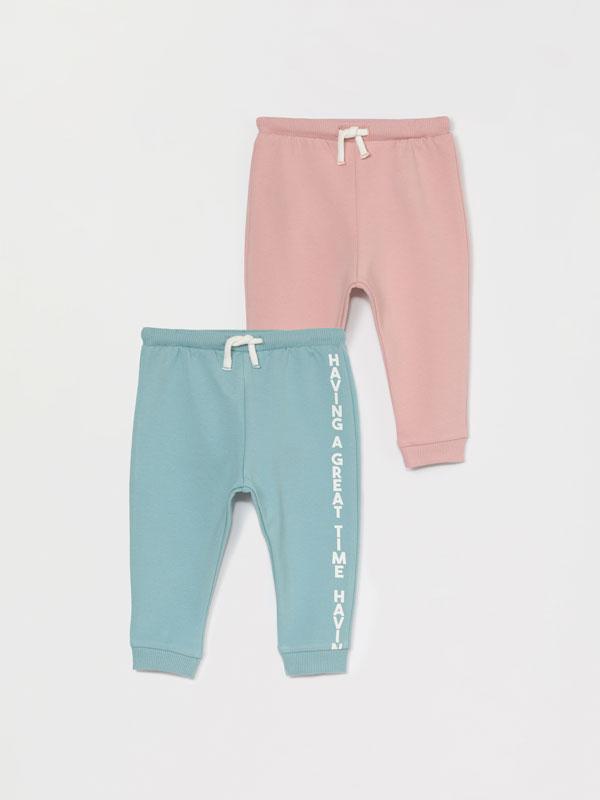 Pack de 2 calças de felpa básicas, umas lisas e outras estampadas