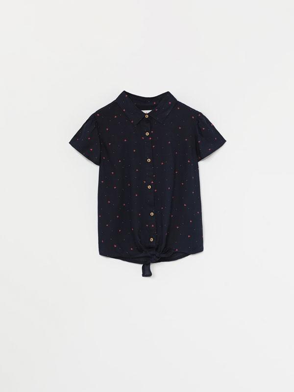 Camisa de manga corta con nudo