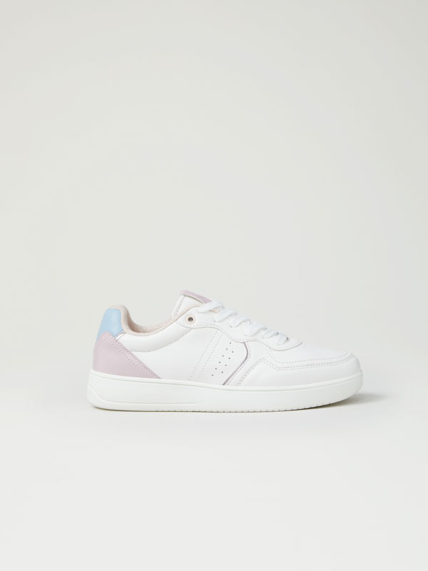 Contrast sneakers with metallic detail