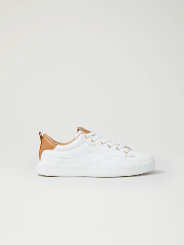 Sneakers with contrast heel