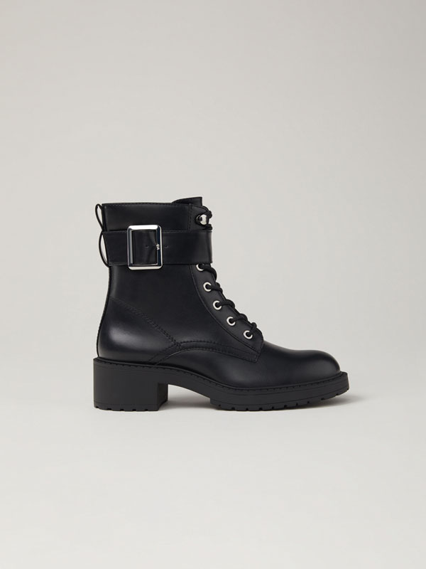 Biker boots with buckle