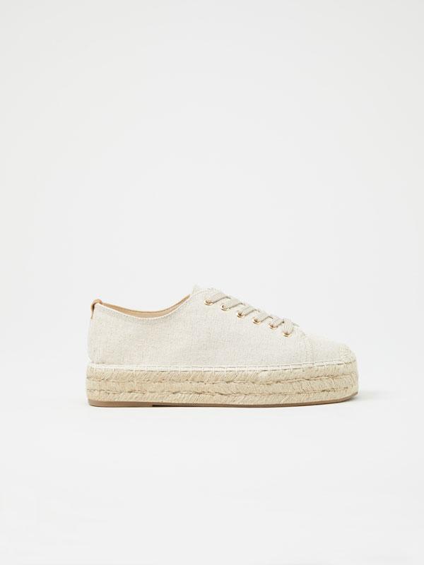 Sapato de juta com cordões