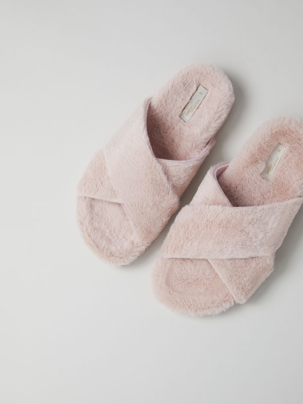 Soft-touch slipper sandals
