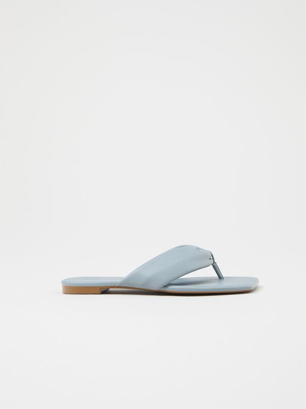 Sandalia minimal acolchada