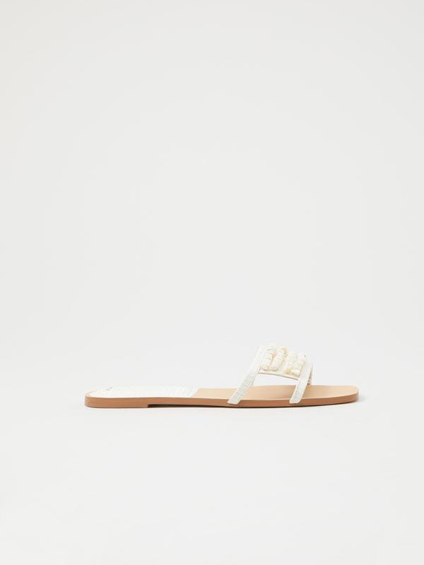 Sandalias abelorios