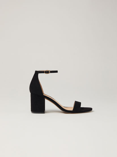 Heeled black sandals
