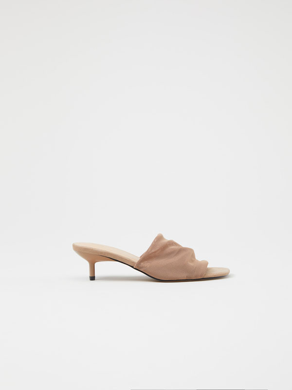 Sandália de tacão em malha