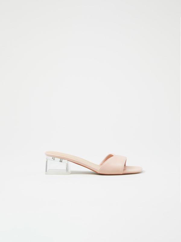 Sandália de tacão transparente