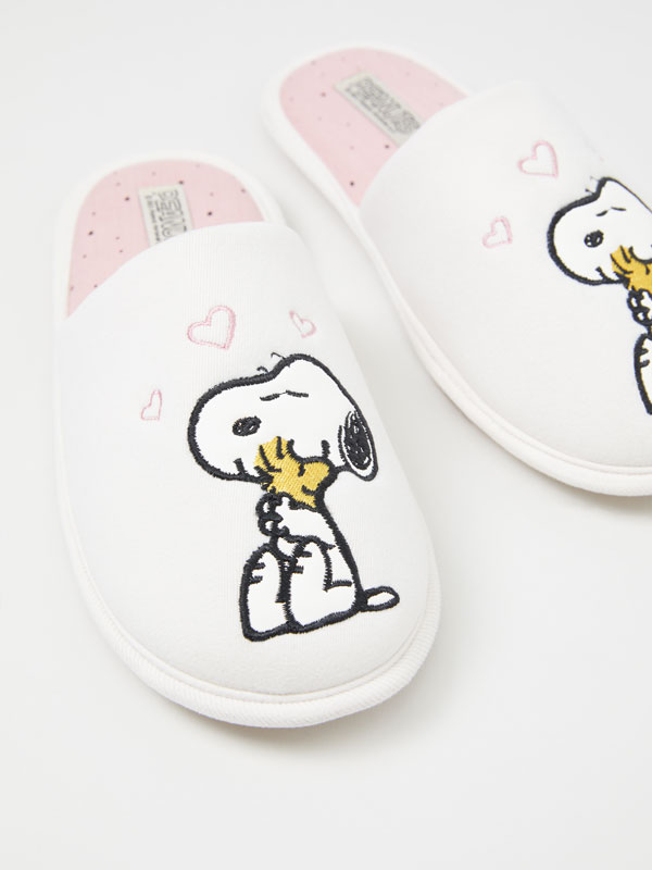 Snoopy house slippers