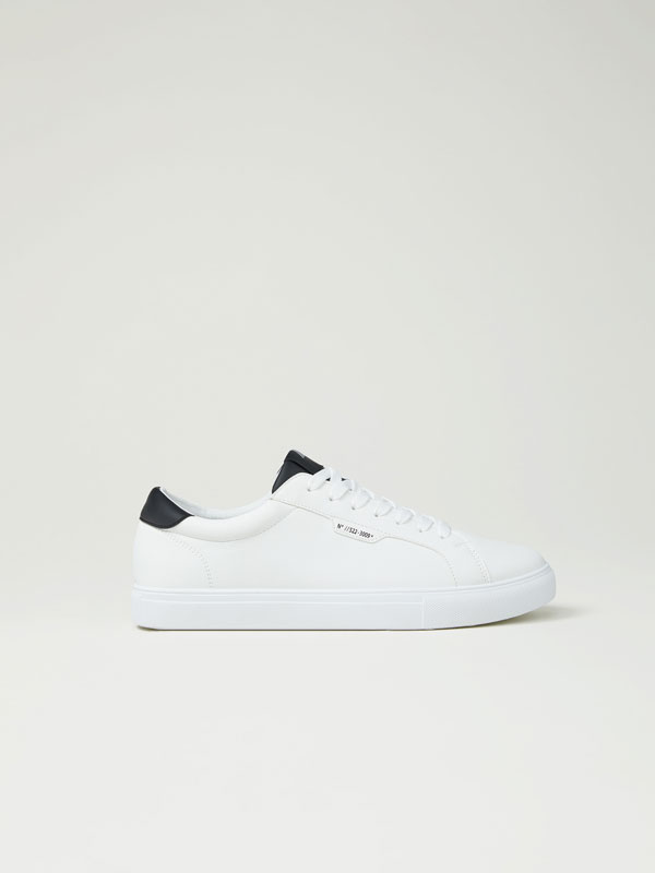 Basic urban sneakers