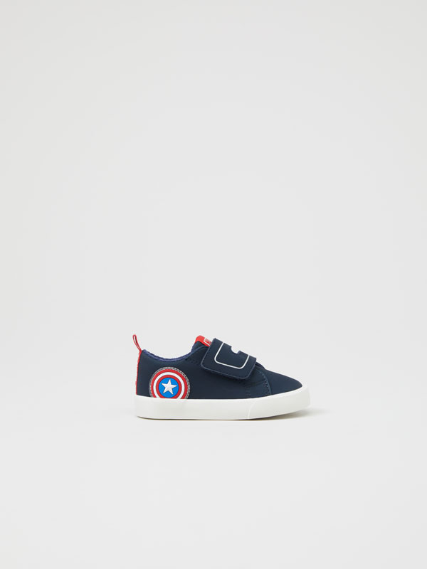 Captain America sneakers ©MARVEL