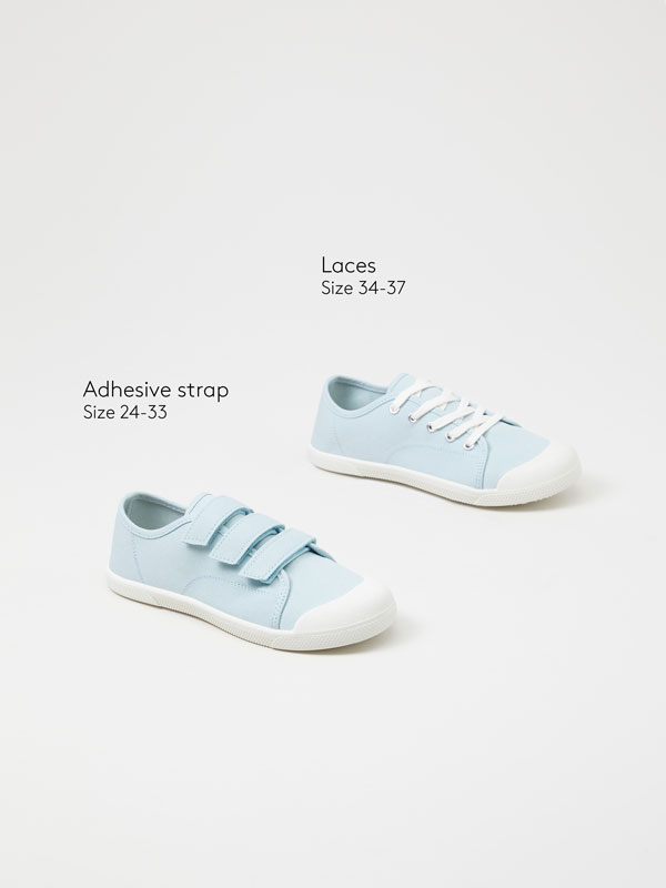 Canvas sneakers with toecap